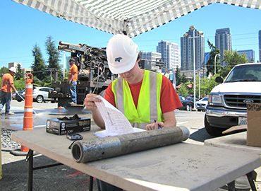 Engineeringservices - engineer working outside